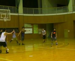 空気のパンパンに入ったボールで練習